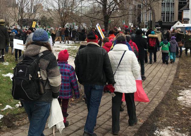 Manifestants s'opposant aux coupures du gouvernement conservateur de Doug Ford en Ontario. Hôtel-de-Ville d'Ottawa, 1er décembre 2018.