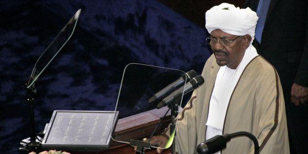 Le président sortant, Omar al-Bashir, récemment réélu après un glissement de terrain prolongeant son...