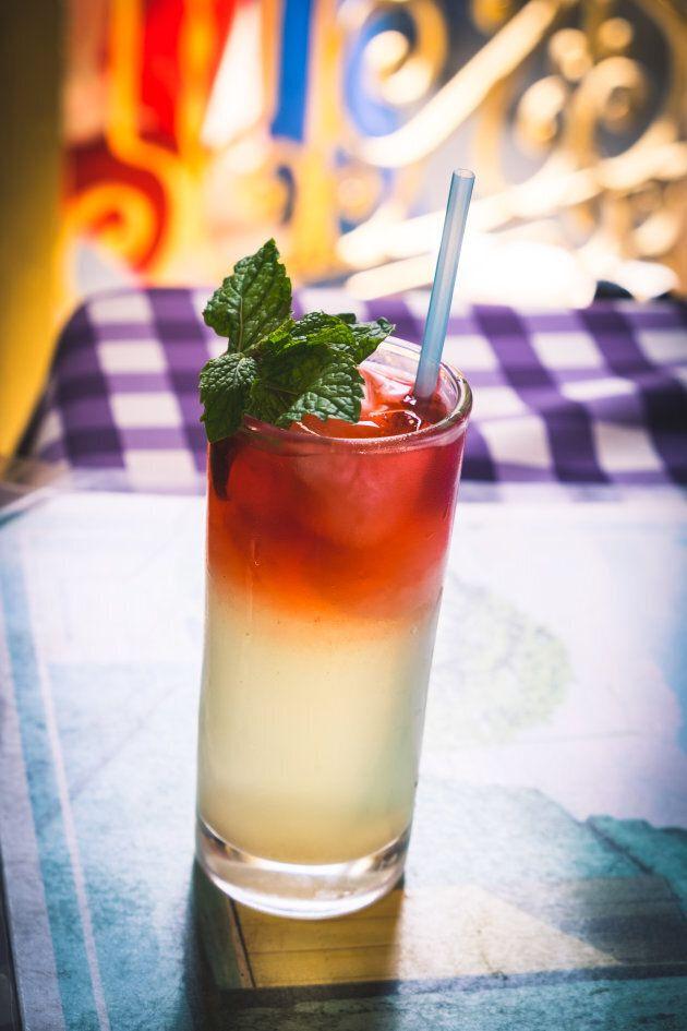 Les glaçons et les garnitures utilisées dans les cocktails peuvent poser des risques de santé pour les...