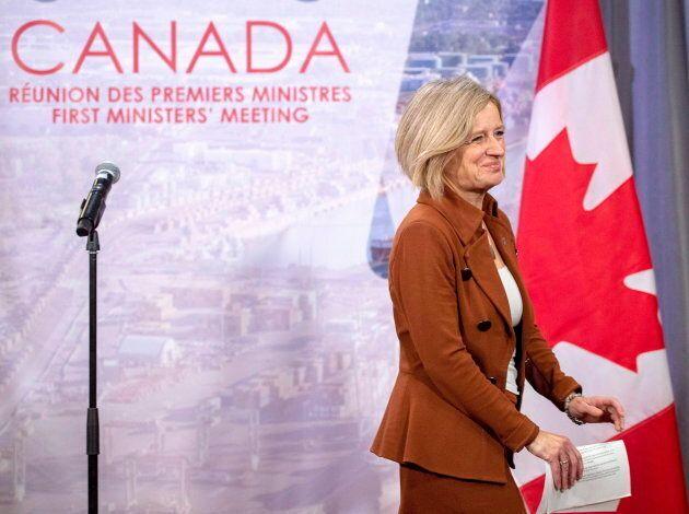 La première ministre de l'Alberta, Rachel Notley, a dit à M. Legault de descendre de ses grands
