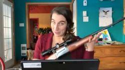 Une députée solidaire sort sa carabine pour la bonne
