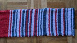 À chaque retard de train, cette Allemande tricote son écharpe et elle est sacrément