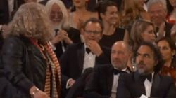 Jenny Beavan accepte son Oscar en