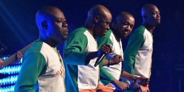 Des membres du groupe ivoirien, Magic System, appartenant au style de danse et de musique zouglou.