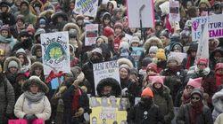 Des manifestantes réclament une meilleure protection des droits des