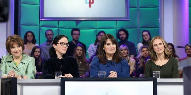 Sonia LeBel (CAQ), Véronique Hivon (PQ), Hélène David (PLQ) et Christine Labrie (QS) ont mis la partisanerie de côté pour s'attaquer à un important problème de société. (Crédit: Radio-Canada)