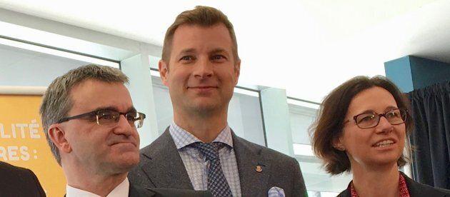 Philippe Tomlinson, maire de l'arrondissement d'Outremont, lors d'une annonce sur les sols contaminés en mars 2018.