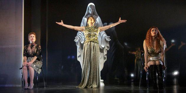 «Les fées ont soif», une pièce de théâtre jouée au Rideau Vert en 2018. En 1978, la pièce alors du TNM avait soulevé la controverse; le texte ayant été jugé blasphématoire.