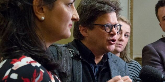 Dominic Champagne, instigateur du Pacte pour la transition, a été invité au caucus libéral à Québec pour...