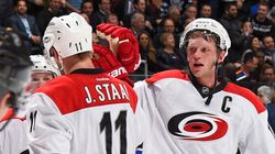 Eric Staal passe des Hurricanes aux