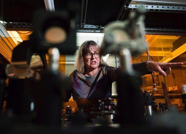 La lauréate du Prix Nobel Donna Strickland dans son laboratoire à l'université de Waterloo. Elle a obtenu...