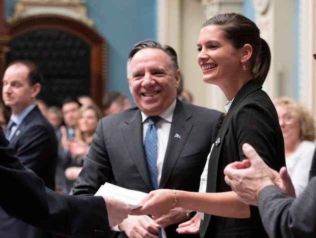 La vice-première ministre et ministre de la Sécurité publique, Geneviève Guilbault, lors du dépôt de son projet de loi.