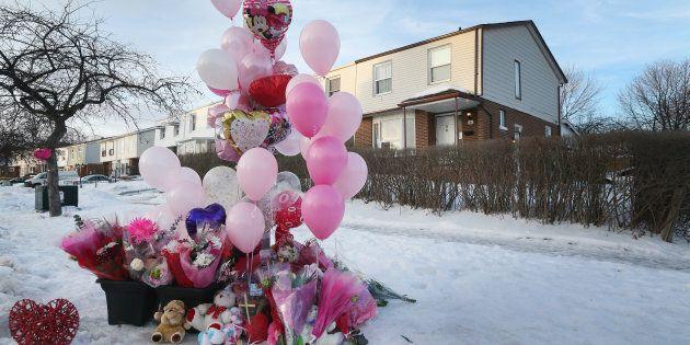 Des ballons et des fleurs ont été déposé à la maison du 106, Hansen Road North, où Riya Rajkumar a été...