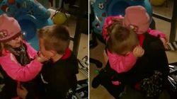 Elle fait pleurer son grand-frère en lui offrant un hamster