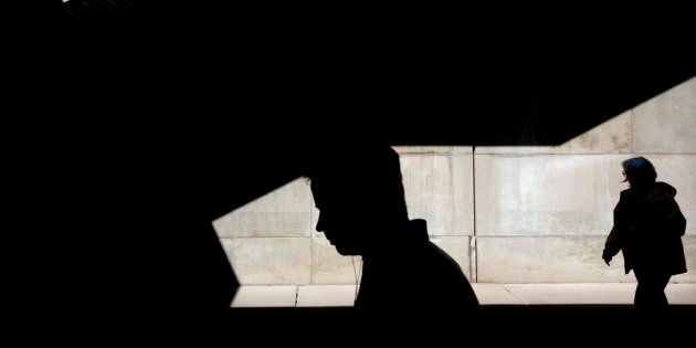 Le travail la fin de semaine était associé à une hausse des facteurs dépressifs aussi bien chez les femmes que chez les hommes. La hausse était de 4,6 pour cent chez les femmes et de 3,4 pour cent chez les hommes.