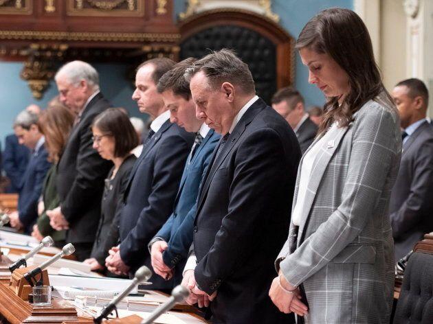 L'Assemblée nationale a tenu une minute de silence en l'honneur des victimes de la tuerie de la mosquée de Québec. David Hogg est d'avis qu'il faut parler d'un crime haineux sans détour.