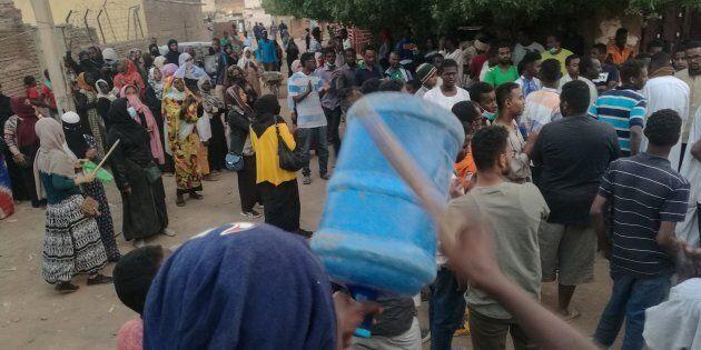 Des manifestants dans les rue de Khartoum, le 15 février