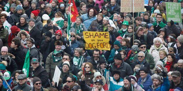 La décision du gouvernement ontarien d'abolir le ministère dédiés aux francophones de la province a indigné...