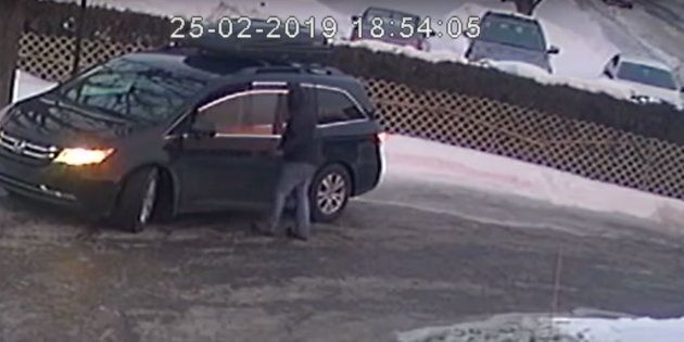 Suspect recherché pour un vol d'un véhicule avec 3 enfants à bord à