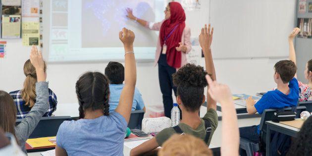 Il faut savoir que dans le secteur des écoles privées, le personnel enseignant des écoles de la communauté...