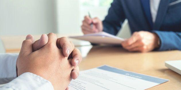 Le «ghosting» se manifeste souvent par une fin abrupte des communications par l'employeur pendant le processus d'embauche. Cependant, ce sont maintenant les chercheurs d'emplois qui mettent fin à un processus d'embauche en cours, sans même prévenir les employeurs.