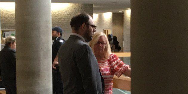 Le conseiller municipal Alexandre Plante avec sa mère Louise, conjointe du maire Paul