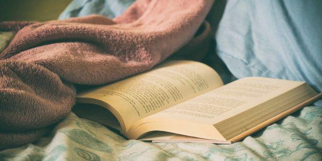 Fini la course après la montre, se plonger dans la lecture d'un roman, c'est mettre le temps sur pause et s'accorder un moment qui n'appartient qu'à nous.