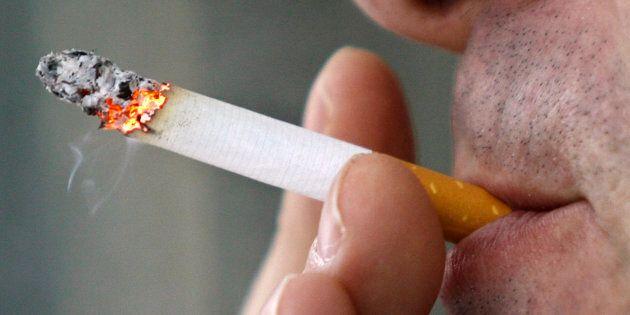 Il est vrai que des taxes sont prélevées et que les cigarettiers remplissent les coffres de l'État. Mieux, ces sinistres compagnies avancent le fait qu'ils créent de l'emploi. Donc, mourez en paix bonnes gens! Vous faites vivre les travailleurs du tabac.
