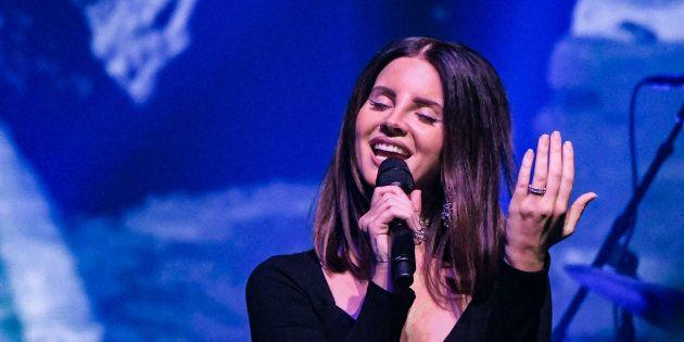 Lana Del Rey ne chantera plus sa chanson «Cola» parce qu'elle fait référence à Harvey