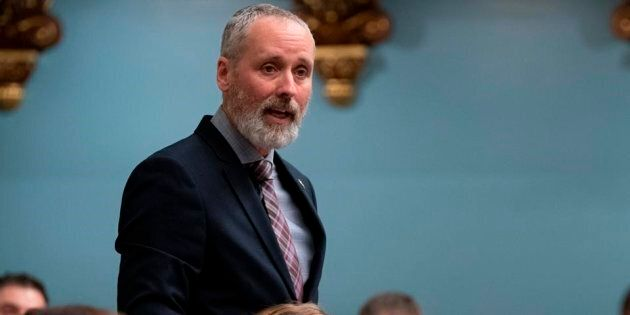 Taxes scolaires: Québec adoptera une loi profondément injuste, dit