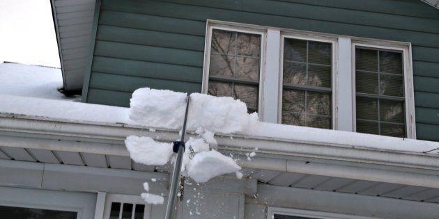 Attention au déneigement des toitures: mise en garde de la