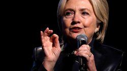 Clinton «consternée» par les accusations d'harcèlement contre son