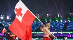L'athlète tongien Pita Taufatofua a bravé le froid et paradé torse nu à