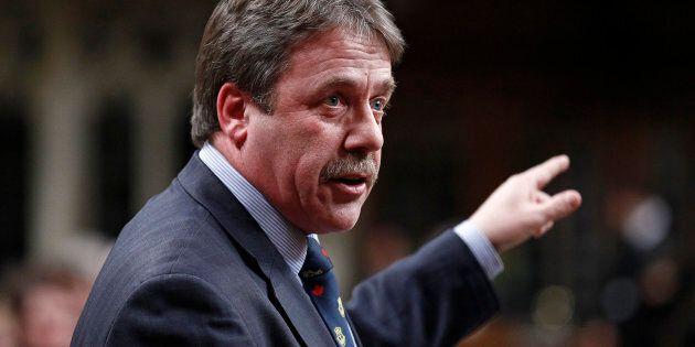 L'ancien député néo-démocrate Peter Stoffer présente ses