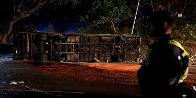 Un accident de bus fait 18 morts à Hong
