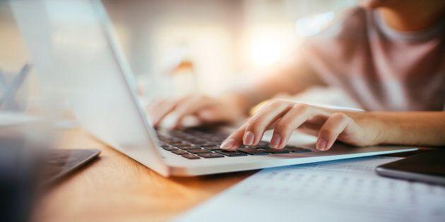 Lancement d'une consultation en ligne sur les langues officielles au