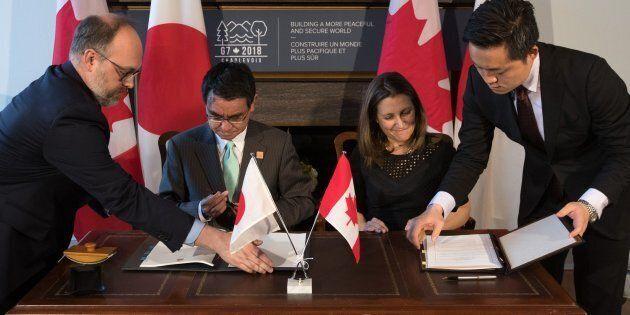 Le Canada et le Japon signent un accord militaire avant la réunion du