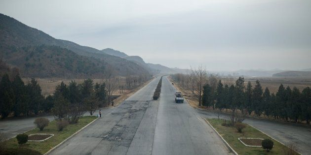 Photo de l'autoroute menant de Pyongyang à Kaesong, en Corée du