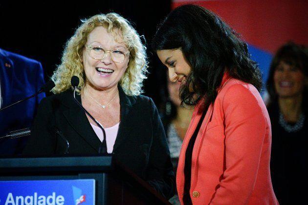 Marguerite Blais aux côtés de Dominique Anglade, lorsqu'elle s'est présentée comme candidate dans St-Henri-St-Anne, en septembre 2015. Mme Anglade a été présidente de la CAQ.