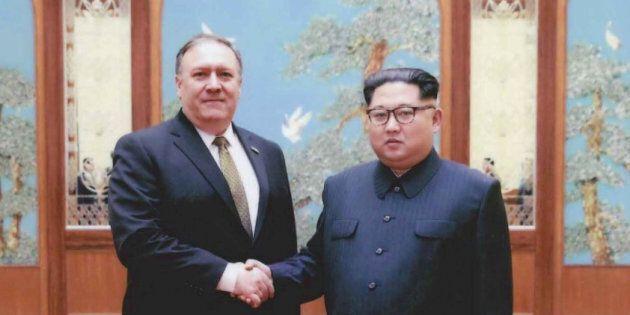 Mike Pompeo et Kim Jong Un photographiés à Pyongyang fin mars - début avril