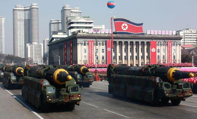 北朝鮮の軍事パレードの様子