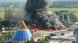 Un incendie impressionnant dans un parc