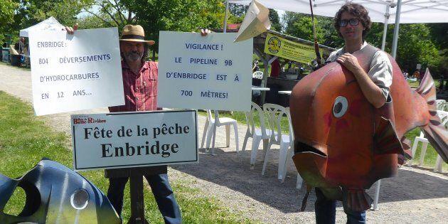 Manifestation contre la commandite d'Enbridge à la Fête de la pêche Enbridge à Mirabel.