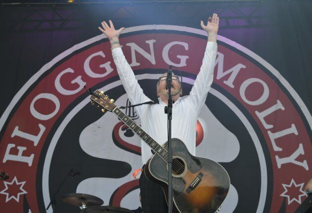 Le chanteur Dave King du groupe Flogging