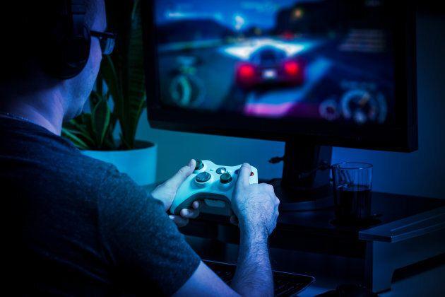 Le docteur Mark Griffiths, qui étudie le concept du trouble du jeu vidéo depuis 30 ans, est d'avis que la nouvelle classification aidera à légitimer le problème et à renforcer les stratégies de traitement.
