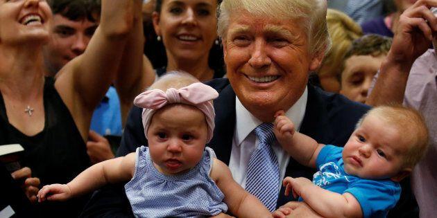 Trump défend le lait en poudre pour bébé devant