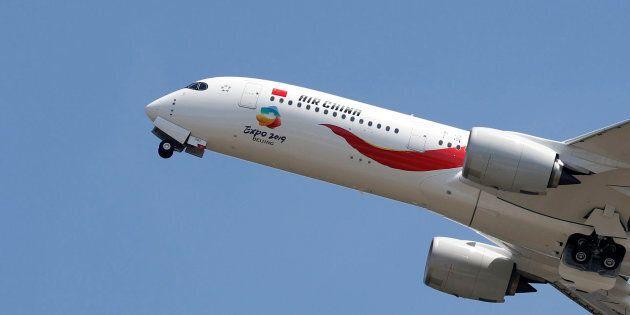 Voulant dissimuler son vapotage, un copilote d'Air China provoque une descente