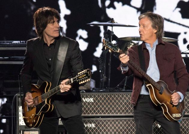 Paul McCartney avec le guitariste Rusty Anderson, à Québec,