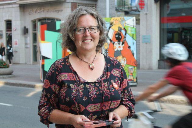 Lors de notre passage, Valérie Delage a expliqué à des touristes français ce qu'était Québec solidaire: plus à gauche que Mélenchon, mais pas aussi radical.