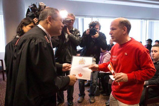 Le nouveau citoyen canadien Dror Bar-Natan a désavoué la portion du serment de citoyenneté portant sur...